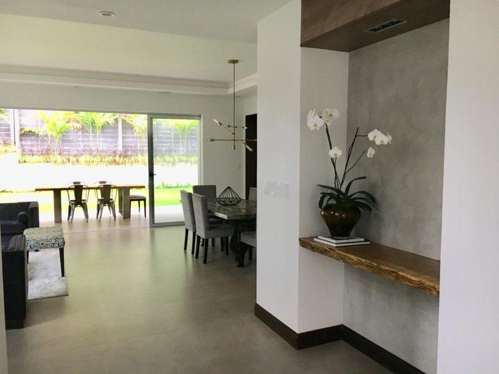 Casa moderna de 4 dormitorios en precioso condominio