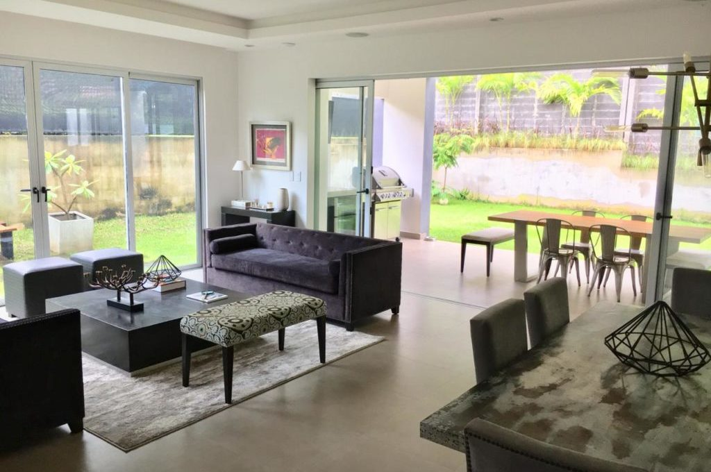 casa-moderna-4-dormitorios-precioso-condominio-3