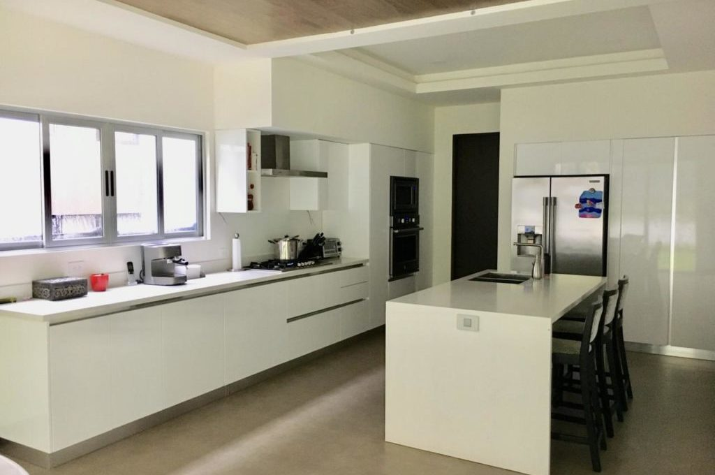 casa-moderna-4-dormitorios-precioso-condominio-4