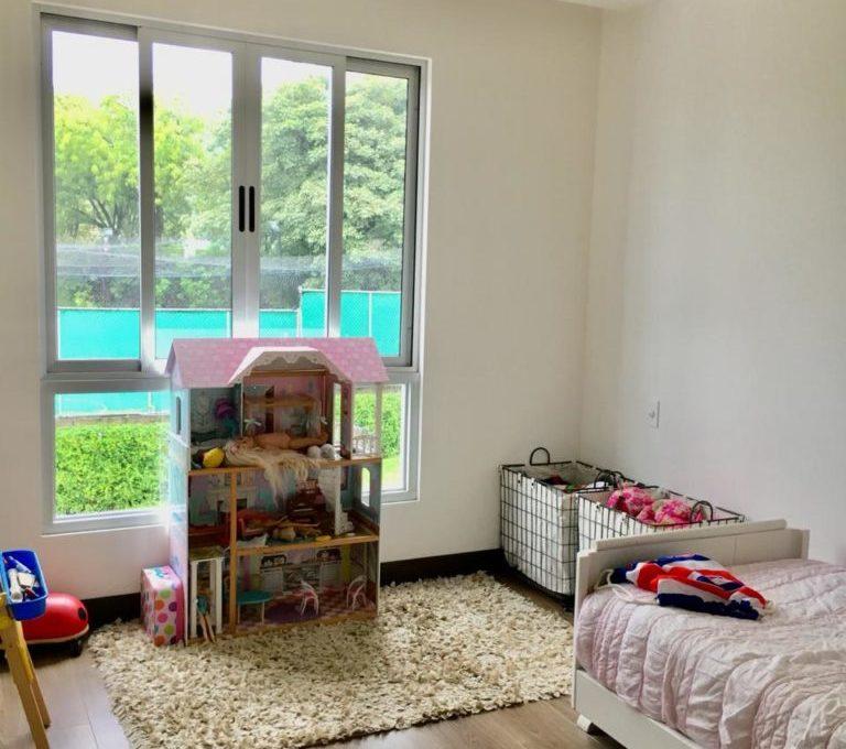 casa-moderna-4-dormitorios-precioso-condominio-7