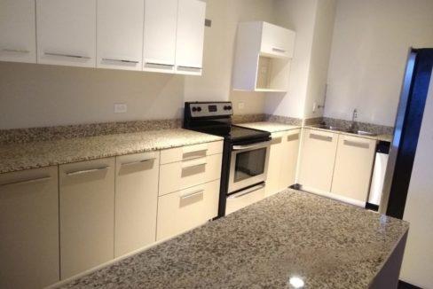 apartamento-en-escazu-de-dos-cuartos-y-sala-de-tv-cerca-de-la-paco-2