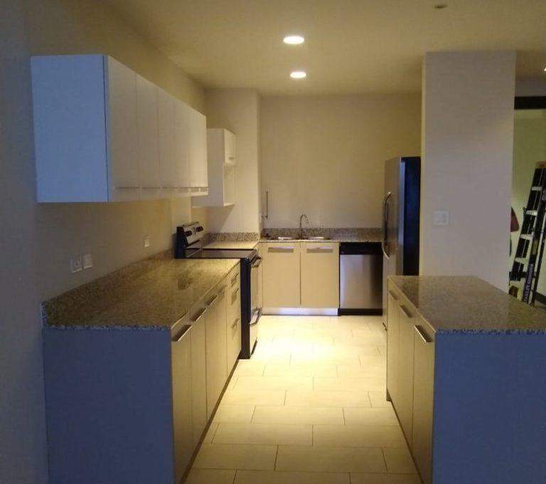 apartamento-en-escazu-de-dos-cuartos-y-sala-de-tv-cerca-de-la-paco-3
