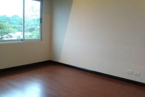 apartamento-en-escazu-de-dos-cuartos-y-sala-de-tv-cerca-de-la-paco-6