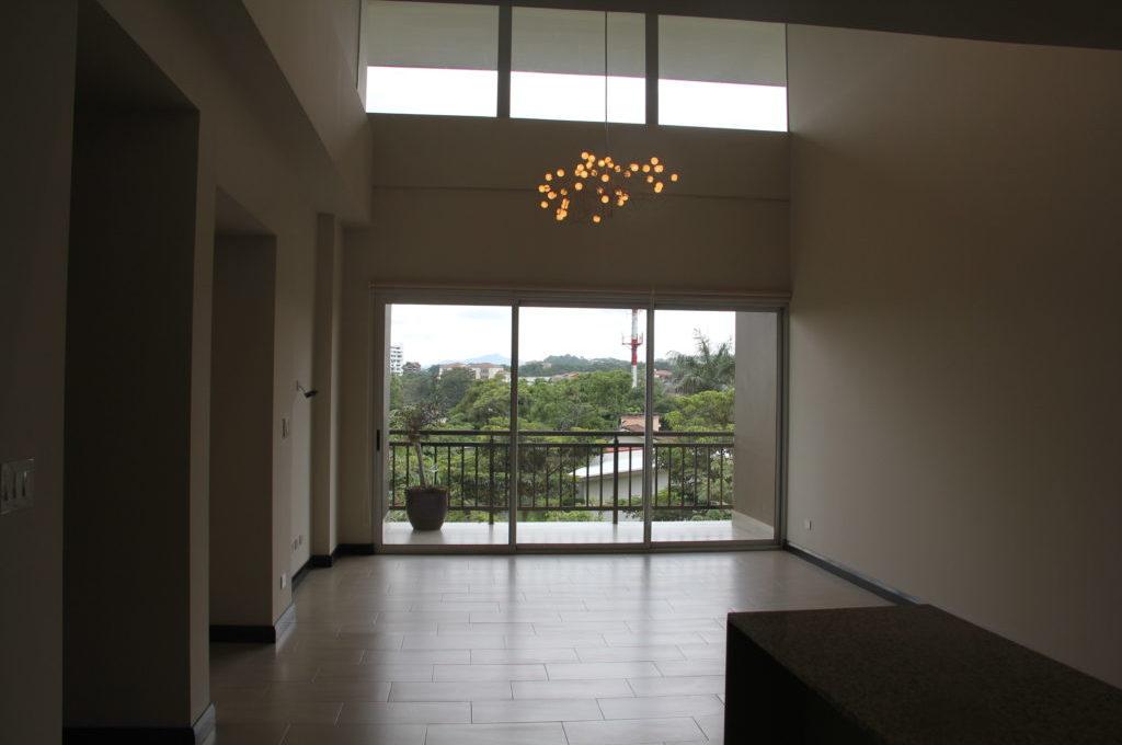 apartamento-en-escazu-de-dos-cuartos-y-sala-de-tv-cerca-de-la-paco-8