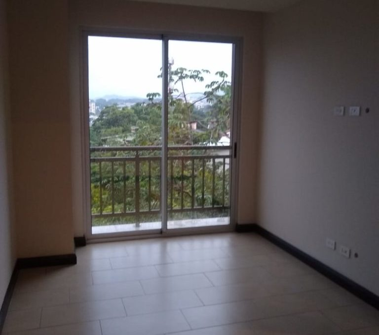 apartamento-en-escazu-de-dos-cuartos-y-sala-de-tv-cerca-de-la-paco-9