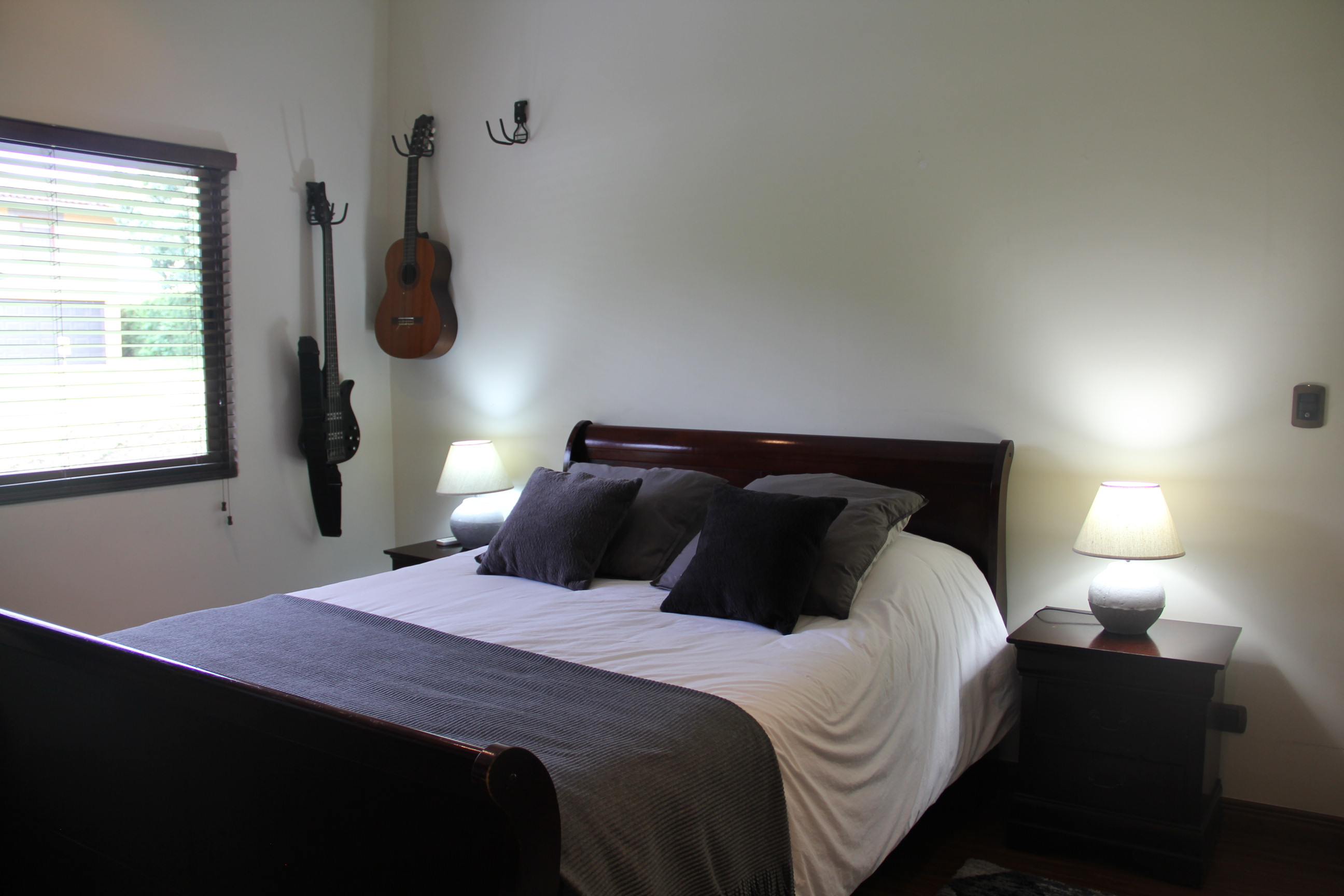 Casa Sevillana en Santa Ana dentro de condominio