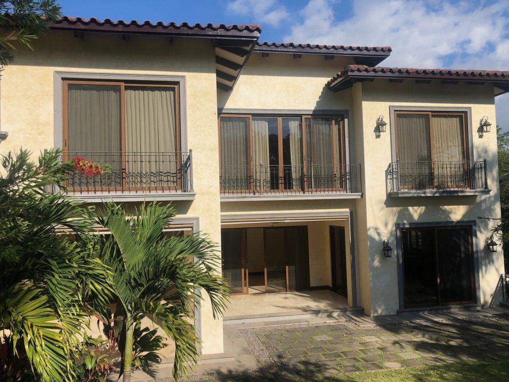 Casa de 4 dormitorios + Oficina/visitas en Villa Real