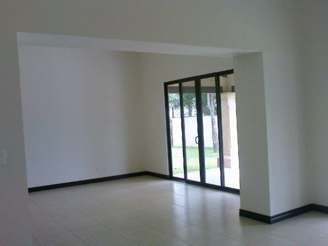 casa-un-piso-con-4-cuartos-condominio-santa-ana-9