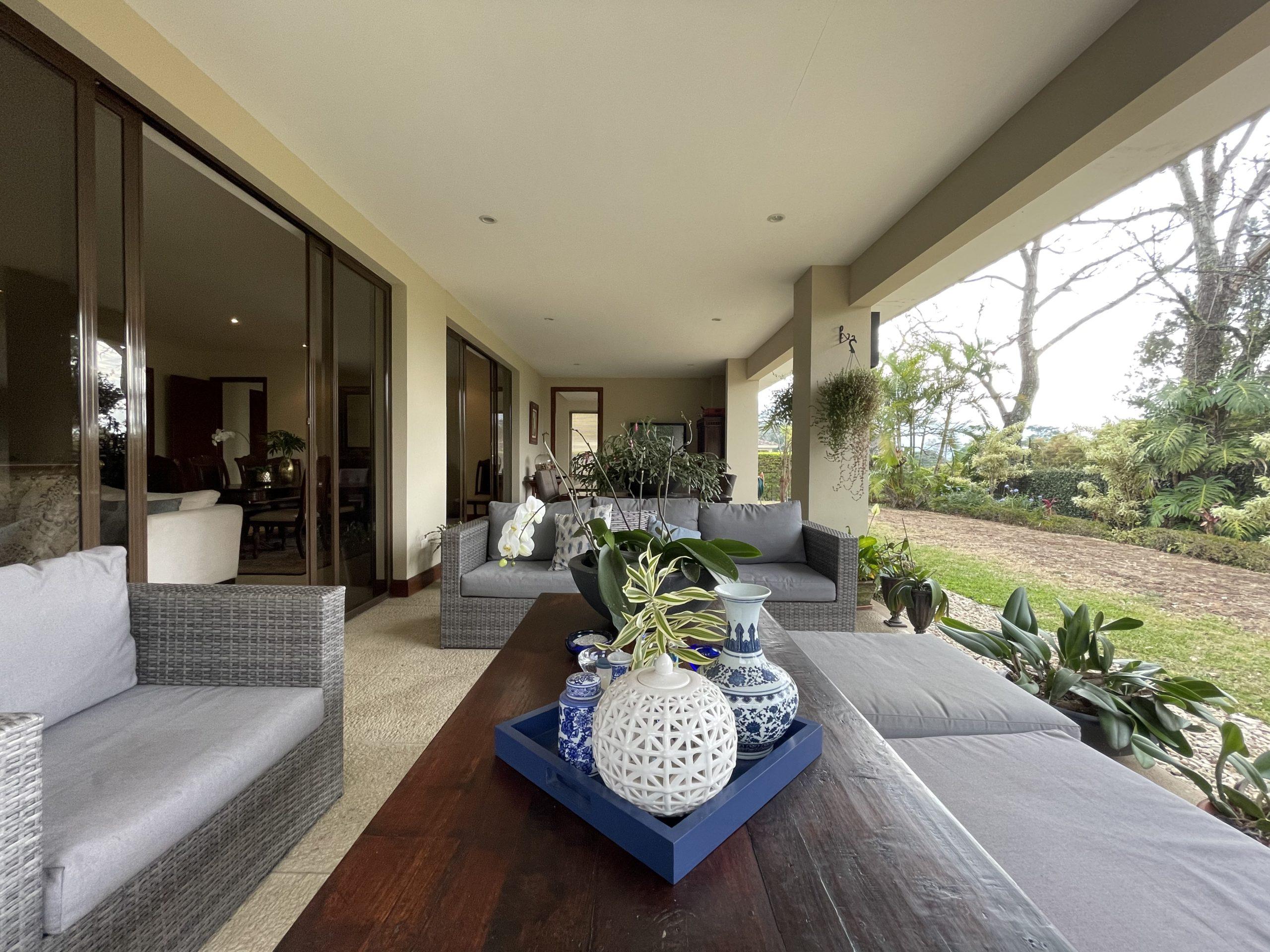 Preciosa Casa en Condominio en Escazú